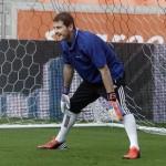 Casillas Saja Menaruh Hormat Untuk Barca