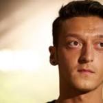 Ozil Tertangkap Kamera Masuk Ke Klub Malam Di London