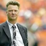 Manchester United Bantah Akan Resmikan Van Gaal Minggu Ini