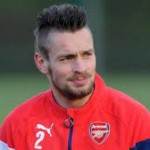 Wenger Akui Tidak Tahu Klub Mana Akan Dituju Debuchy