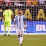 Sanchez Sebut Messi Sekarang Butuh Banyak Perhatian